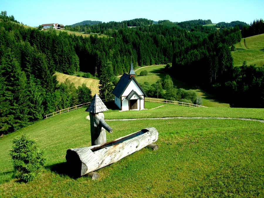 Johannesweg im mystischen Mühlviertel Johannesbrunnen mit Engelskapelle