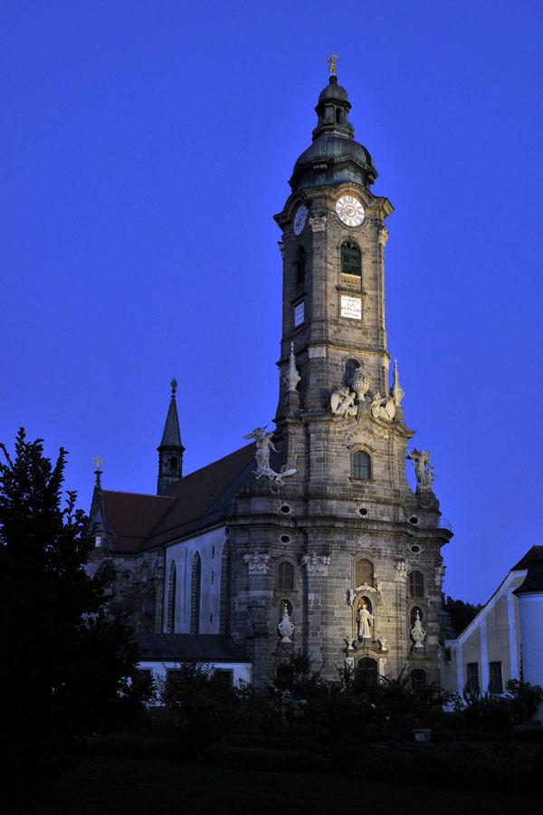 Lange Nacht der Kirchen in Klösterreich Stift Zwettl Kirchenturm Abend