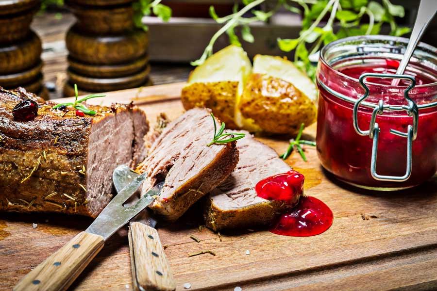 Wildspezialitäten für die Gastronomie bei AGM Wildbret iStock Shaiith