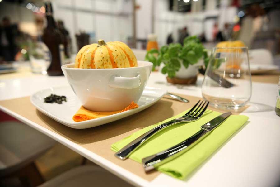 Ideen zur Tischdekoration von Tork Fresh casual