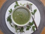 Vitaminreich und entschlackend: Rezept für eine Wildkräutersuppe