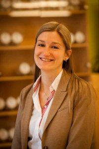 Schulungsleiterin Nadine Fröschl ist Expertin für Paneologie bei Haubis.