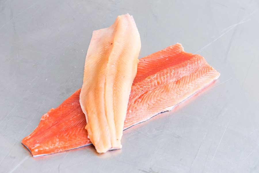 Nachhaltig produzierter Fisch aus Österreich Perfekte Qualität: Von der Eiablage bis zur Verarbeitung der Fische finden alle Arbeitsschritte im Hause Quester statt.