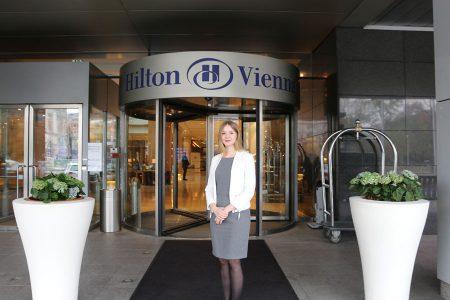 """Karrieresprung für Gewinnerin des Young Hotelier Awards Marisa Rossmann, Vorjahresgewinnerin des Young Hotelier Awards in der Kategorie """"Diversey Contest"""", freut sich über ihren erweiterten Tätigkeitsbereich."""