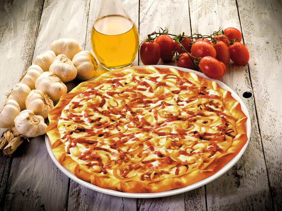 Flammkuchen Pizza Vinschgerl Gastronomie Snacks - Köstlich knusprig: Mit dem Flammkuchen Elsässer Art von EDNA servieren Gastronomen einen herzhaften Snack, der in nur 13 Minuten servierfertig ist.