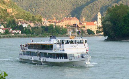 """""""Weinzeit.am.Fluss"""": Noch bis 29. Oktober lädt die MS Austria der Brandner Schiffahrt täglich zu einer Schifffahrt durch das Weltkulturerbe Wachau ein."""