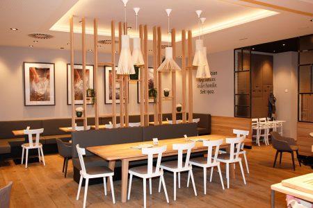 Zusätzlich zu den 70 Plätzen im Café locken ab dem Frühjahr weitere 30 Plätze im Gastgarten.
