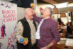 Prominentes Eier-Pecken für St. Anna Kinderspital