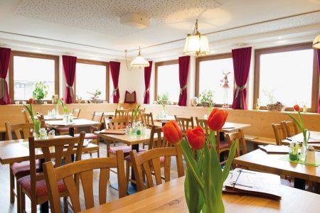 Sehr einladend präsentiert sich der Speisesaal des Gasthauses Marinelli mit neuem Anstrich.