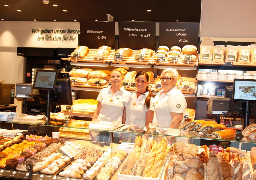 Backstube Café Traun Treffpunkt Haubis Die rührigen Mitarbeiterinnen in Traun kümmern sich um das Wohl der Gäste und verkaufen ein breites Sortiment an ofenfrischem Brot und Gebäck.