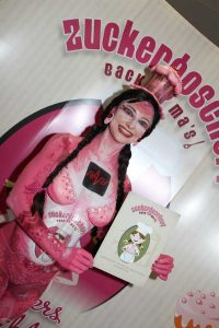 Patisserie Produkte Zuckergoscherl Bodypainting Model Gast Messe