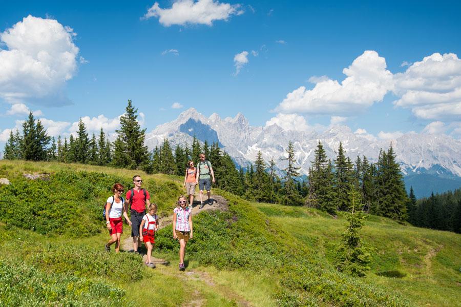 Familie wandern Alm Gnadenalm Radstadt