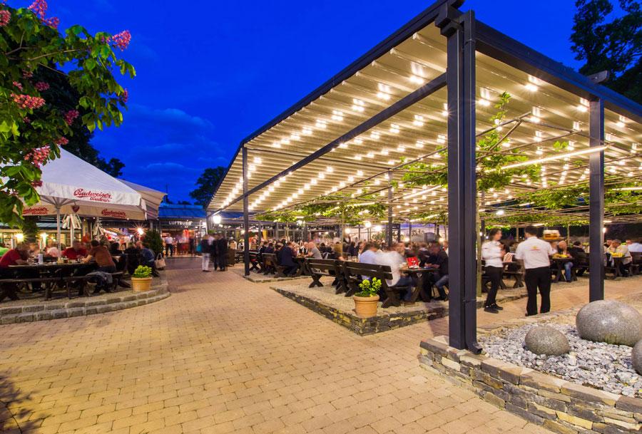 Luftburg mit innovativer Gartenüberdachung