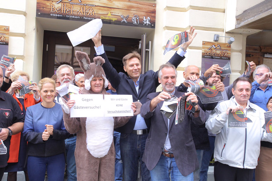 Protestaktion gegen Rauchfrei Testphase Wahlfreiheit Pollischansky