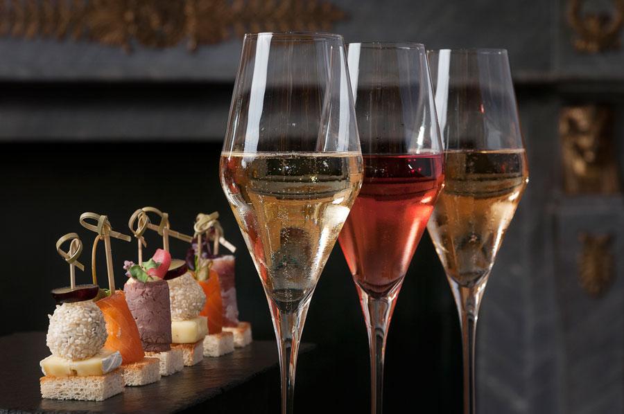 "Ball Menü und Champagner Verkostung Champagne Tastings in ""Le-Bar"""