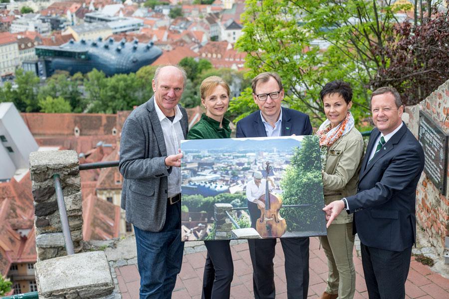 Kulturgenuss im Grünen Steiermark Cello Dächer