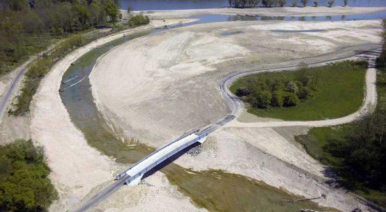 Donauradweg mit neuer Aulandschaft