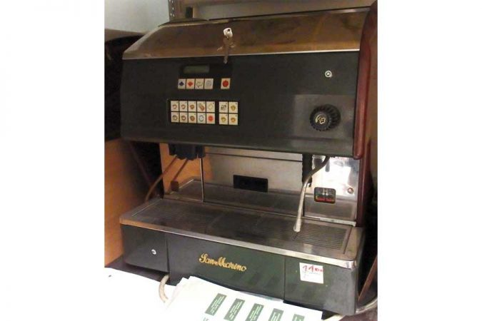 Kaffeemaschine und Stehtische zu verkaufen