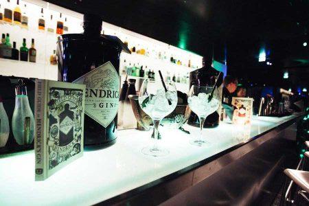 Gin und Tonic Genuss mit Saxophon Jeden ersten Montag im Monat genießen Gäste Gin und Tonic, begleitet von Saxophon-Klängen, im 57 Restaurant & Lounge des Hotels Meliá Vienna.