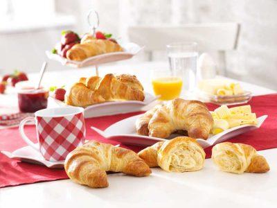 Croissants sind das klassische Gebäck zum Frühstück oder für die Kaffeepause: Ob natur, süß oder herzhaft gefüllt – Croissants von EDNA sind stets ein Hochgenuss.
