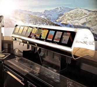 Schankanlage mit integrierter Kassa für die Gastronomie Die neuste silexa wipe Generation aus dem Hause Redl zapft Getränke und funktioniert – dank der integrierten TiPOS Kassen-App – wie eine Registrierkasse.