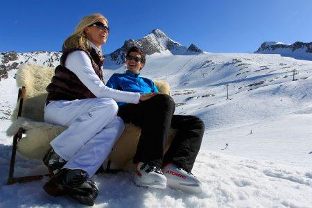 Winterfinale auf dem Kitzsteinhorn Beim Gletscherfrühlingsfest lassen Skifans mit kulinarischen Genüssen und sportlichen Herausforderungen den Winter ausklingen.
