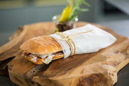 Streetfood EDNA Mit einer leicht salzigen Note ist das Ciabatta die perfekte Grundlage für Sandwiches.