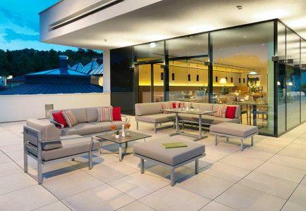 Gastronomie Outdoormöbel Wellnessmöbel Karasek Hoher Sitzkomfort, extrem witterungsbeständig: Die Loungegruppe Sylt ist die richtige Wahl für einen ganzjährigen Outdoor-Einsatz in der Gastronomie.
