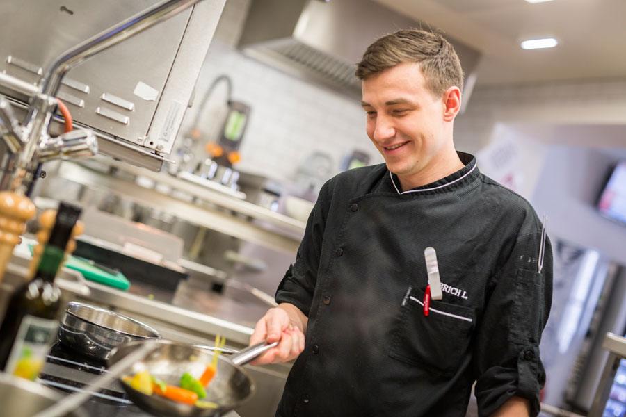 Für Cuisino Wien-Küchenchef Lukas Olbrich hat der Einsatz saisonaler Zutaten großen Stellenwert.