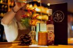 Post Bar in St. Johann: Kreative Cocktails in urbanem Chic