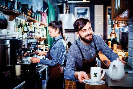 Eine Umfrage zeigt, dass sich fast 70 Prozent der Befragten fair gehandelte Muntermacher in Kaffeehäusern wünschen.