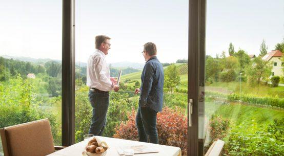 Experten unter sich: Hoteldirektor Rainer Ogrinigg und Kunden-Manager Josef Schwaiger