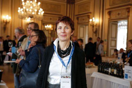 """""""LEBENSMITTELPRODUKTE AUS ALLEN REGIONEN ITALIENS WEISEN VIELE UNTERSCHIEDE AUF, ALLE HABEN JEDOCH EINES GEMEINSAM: DAS KOMPROMISSLOSE BEKENNTNIS ZUR QUALITÄT."""" ICE Direktorin Dr. Paola LISI Ital. Agentur für Außenhandel"""
