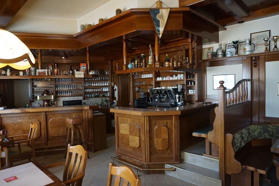 Komplette Café-Haus-Einrichtung ab Jänner abzugeben