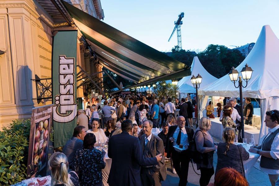 rund 500 gäste feierten den ersten  wiener kulinariktag und konnten vor ort  den wiener-gastro-burger 2019 probieren