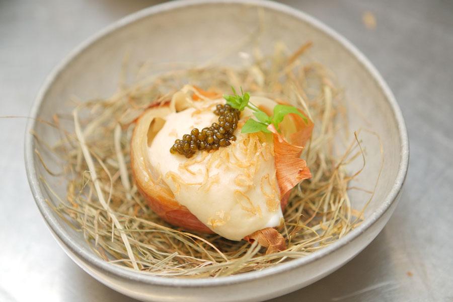 Ei in der Zwiebel, Beluga Kaviar See Restaurant Saag, Heumilch