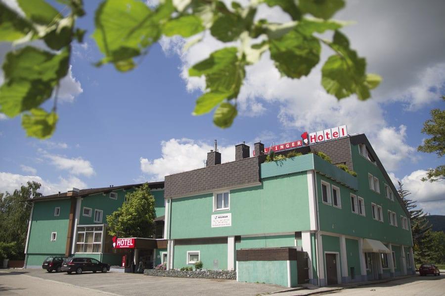 Ökologisch wirtschaften Der Familienbetrieb Gastwirtschaft & Hotel Holzinger ist seit dem Jahr 2016 bio-zertifiziert und bietet seinen Gästen 30 moderne Zimmer und 5 geräumige Suiten