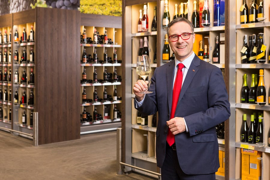 Gastro-Comeback Gemeinsam mit seinem Fachberater-Team unterstützt KR Christof Kastner, Geschäftsführender Gesellschafter der Kastner Gruppe, Gastronomen durch intensive Beratungsgespräche bei der Wiederaufnahme des Betriebes.