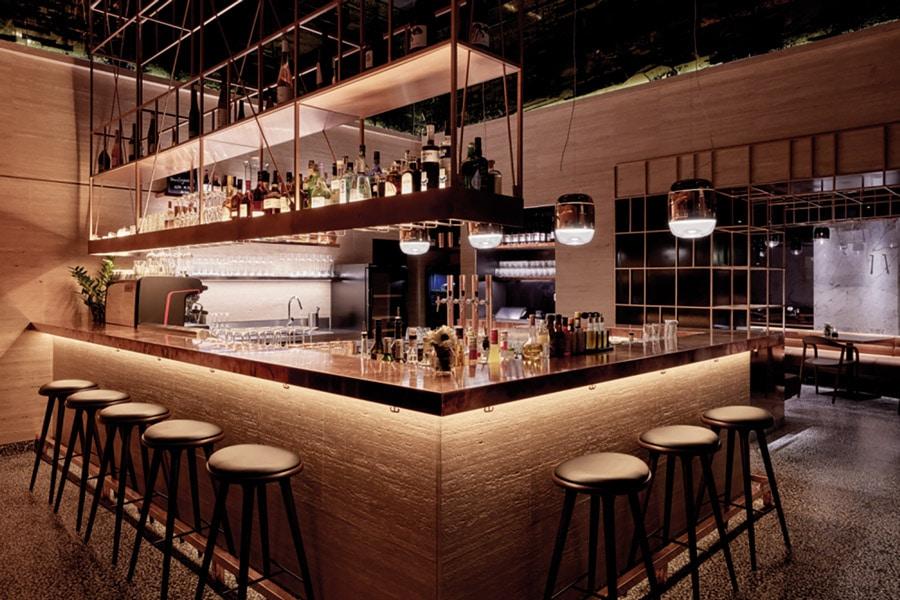 Kupfer als Symbol der Beständigkeit prägt die Porto Bar