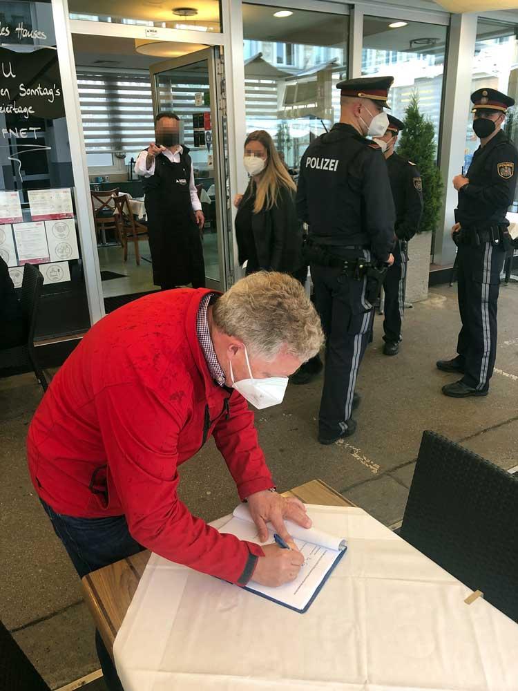Magistrat Polizei Gastro-Regeln Die Einhaltung der Gastro-Regeln wird derzeit wienweit kontrolliert.
