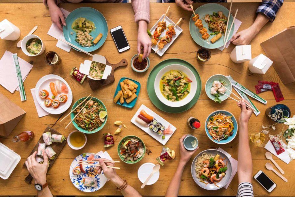 Salami Pizza als Nr. 1 Die Bestellkönige in Österreich scheinen im Bundesland Salzburg zu wohnen. Über 18 Prozent der befragten Salzburger gaben an, mehr als sechsmal pro Monat Essen zu bestellen. Durchschnittlich bestellen alle Österreicher 1 bis 2 Mal pro Monat ihr Essen online.