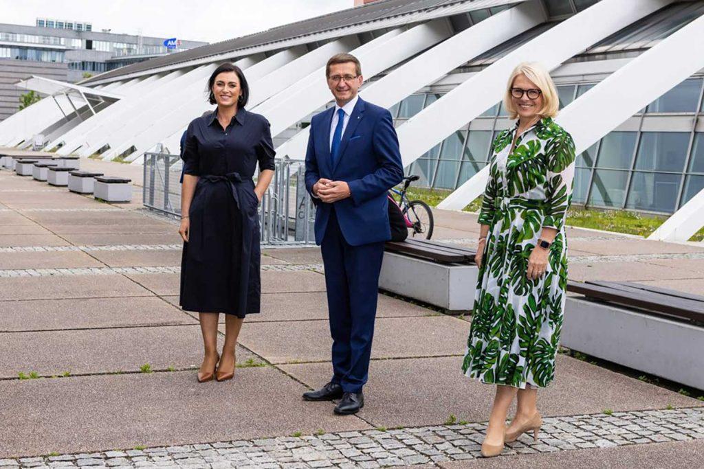 ÖHV-Kongress in Linz u.a. mit Tourismusministerin Elisabeth Köstinger (l.), Tourismuslandesrat Markus Achleitner und ÖHV-Präsidentin Michaela Reitterer