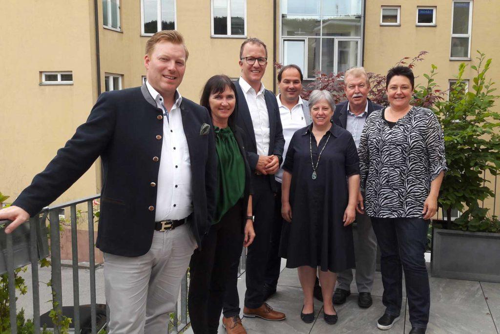 Vorarlberg Hotellerie Dialog Das Team der ÖHV-Vorarlberg mit Tourismuslandesrat Christian Gantner.