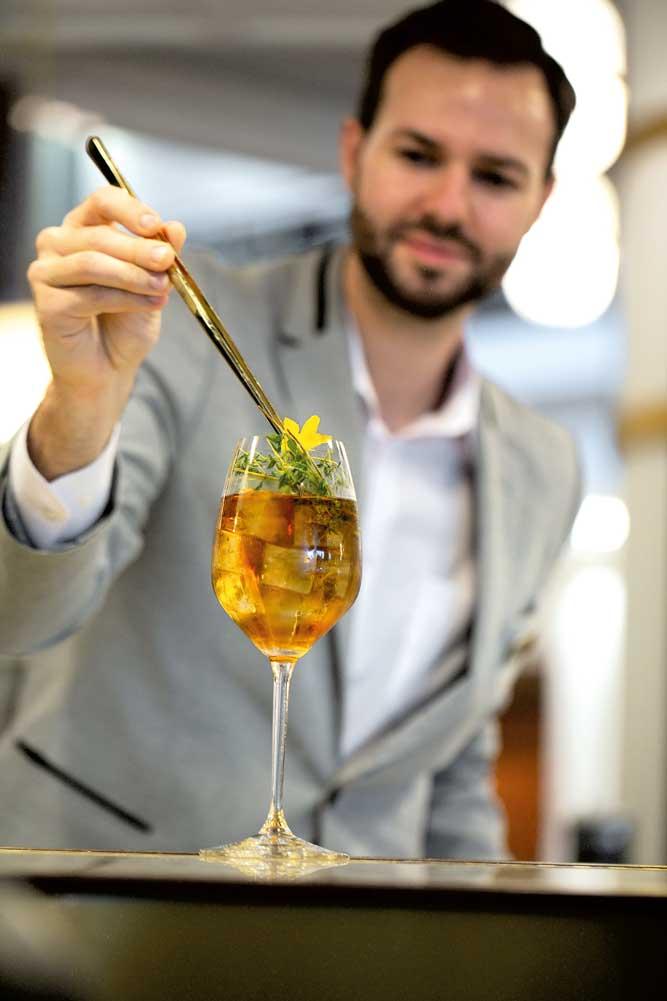 AF-Drinks Trend Thomas Stölting vom Hilton Vienna Park setzt diesen Sommer speziell auf Mixgetränke mit hausgemachten Infusionen.